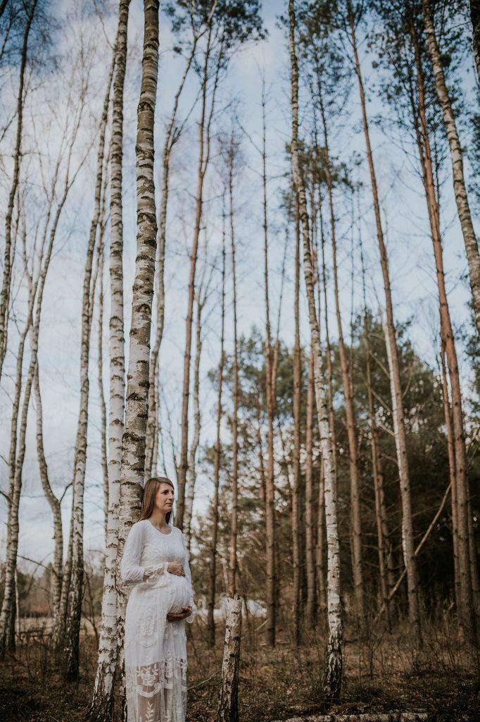 sesja ciążowa puszcza kampinoska las
