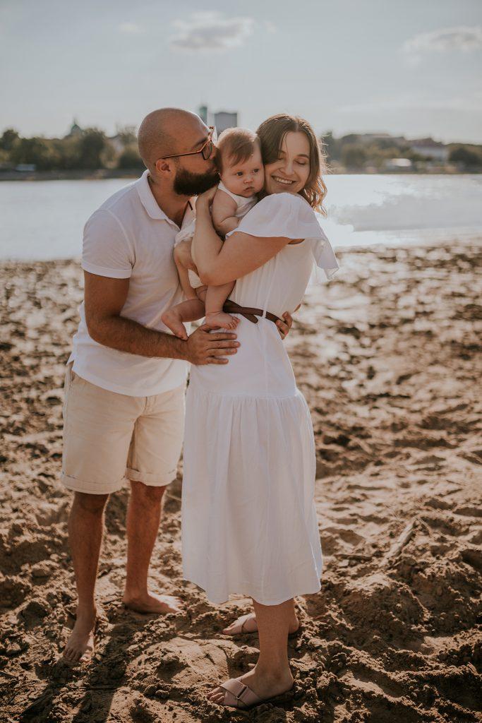 sesja niemowlęca rodzinna na plaży warszawa wisła